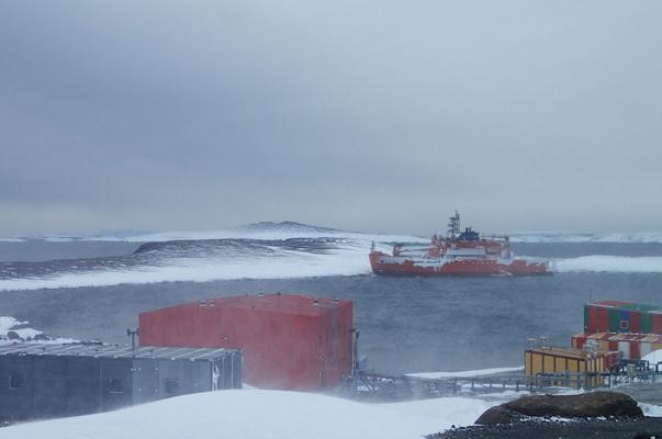 Dozens rescued from stranded Australian ship
