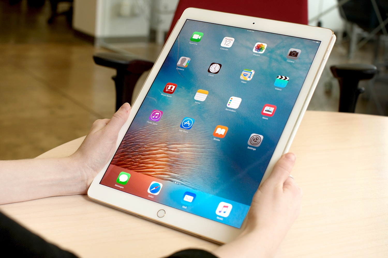 Apple is working on a new 10.5 inch iPad, according to the reports
