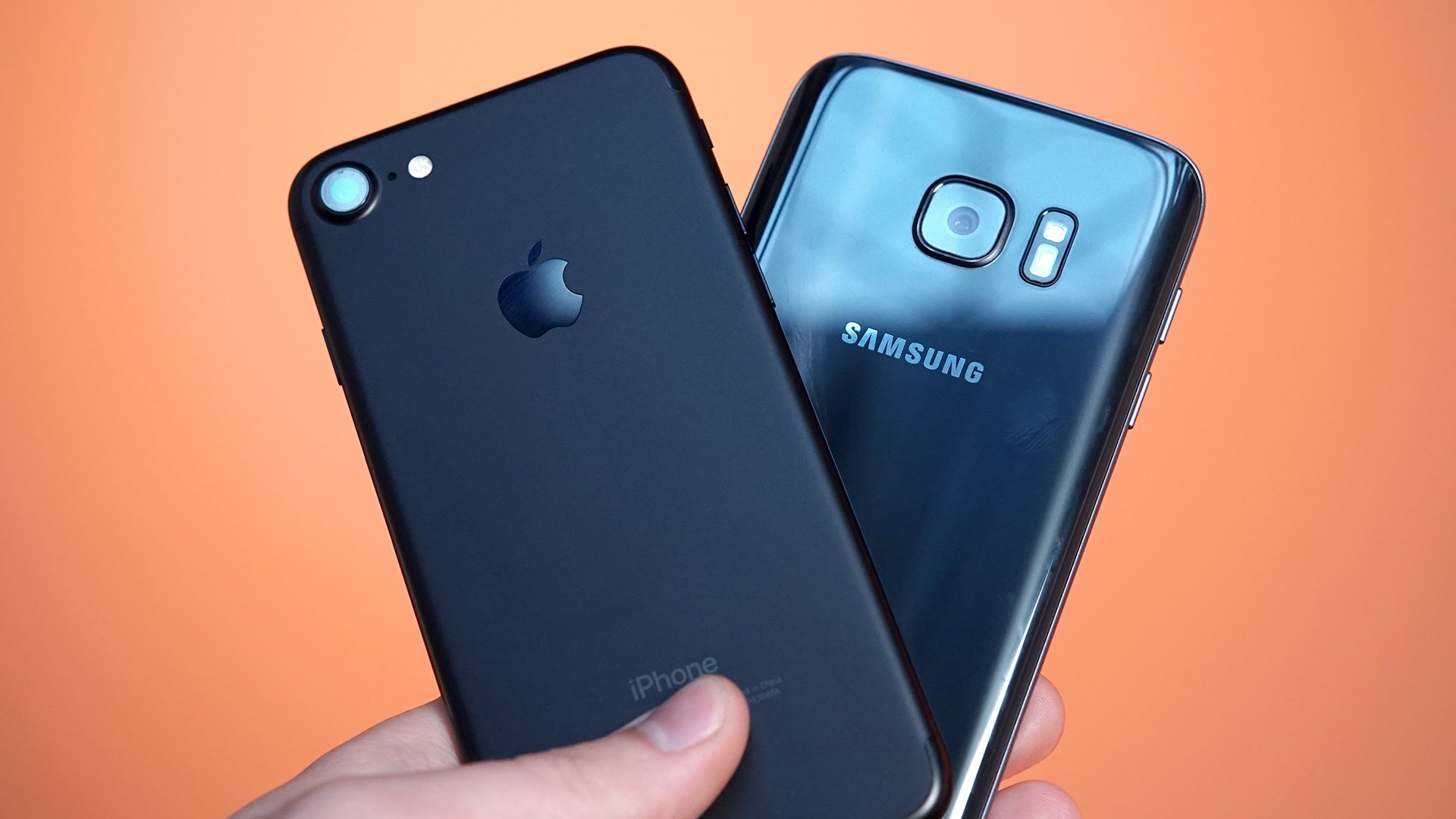 Why people prefer Samsung Galaxy S7 as compared to iPhone 7? find out the main difference
